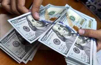 فضای انتظاری بازار ارز را فرا گرفت/بازگشت دلار به آبان 93