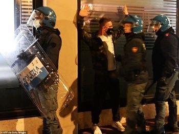 درگیری راستهای افراطی با پلیس