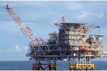 افزایش اندک قیمت نفت/ نوسان در مرز کف قیمت ششساله