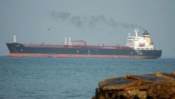 آغاز استخراج نفت ایران از انبار شناور پس از تحریمها