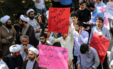 تجمع طلاب و روحانیون