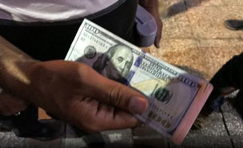 سه سناریو برای قیمت دلار در روز سه شنبه/ بازگشت قیمت دلار به نقطه اول