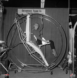 18 اکتبر 1960 : طراحی یک تخت بیمارستانی با قابلیت چرخش در سانفرانسیسکو