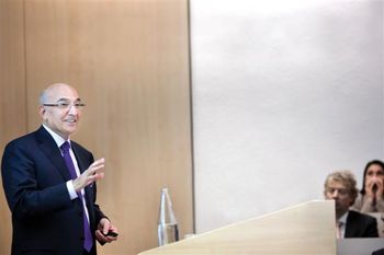 شرایط عزل رئیس کل بانک مرکزی از شرایط نصب بسیار مهم تر است