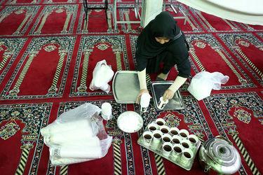 توزیع افطاری در میدان شوش