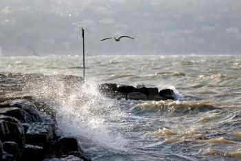 ارتفاع موج دریای عمان به 2.5 متر میرسد