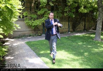 اعتراض شدید عراقچی به سفیر انگلیس در تهران