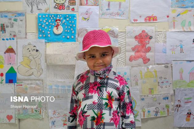 محدثه 4 ساله آرزو داشت تا بیماری اش خوب شود و عروسک های زیادی داشته باشد تا با آن ها بازی کند اما جان خود را به دلیل سرطان از دست داد و به آروزی خود نرسید.