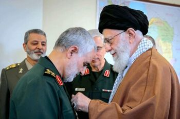 پاسخ رهبر انقلاب به نامه متفاوت سردار سلیمانی+عکس