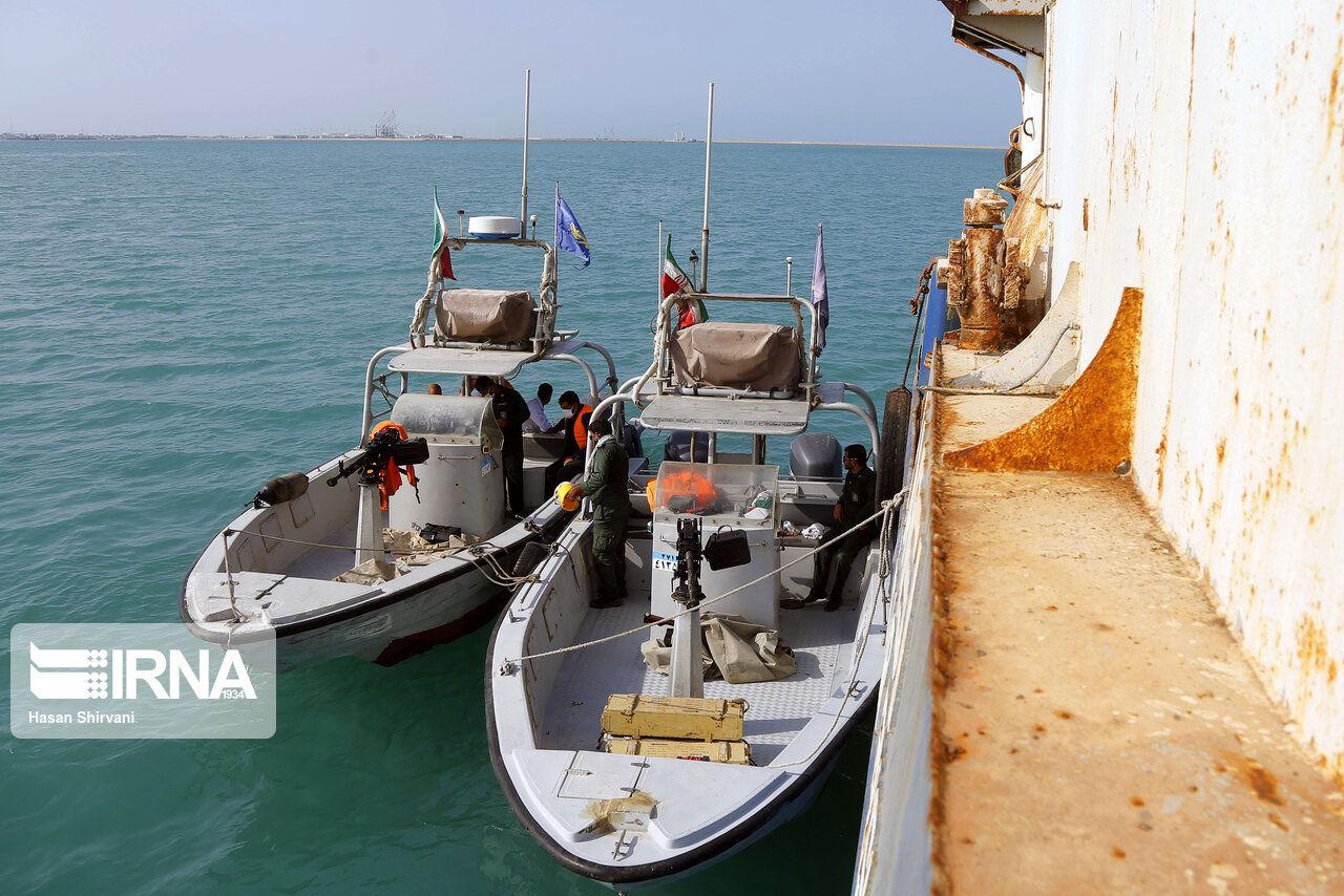 تصاویر: تصاویری از کشتی های ترال توقیف شده در دریای عمان