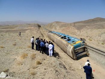 ۱۷۰ پیچ از ریل قطار زاهدان - تهران باز شده بود !