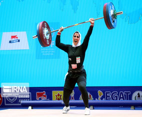 تصاویر اولین حضور زنان ایران در مسابقات جهانی وزنهبرداری