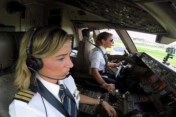 دومین خلبان زن ایرانی کاپیتان شد +عکس