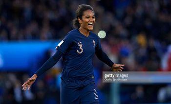 فوتبالیستهای زن دوست دارند چه لباسی بپوشند؟
