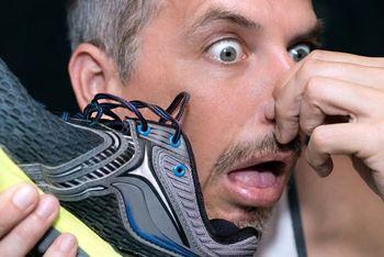 از بین بردن بوی بد کفش با فناوری