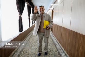 احمدینژاد همان است که به دوربین زل میزد و خلاف میگفت