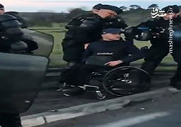 فیلم برخورد پلیس فرانسه با یک معلول