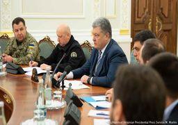 وضعیت نظامی در «اوکراین»  با خشونت برپا شد؛ مذاکره تلفنی پوروشنکو و مرکل + عکس