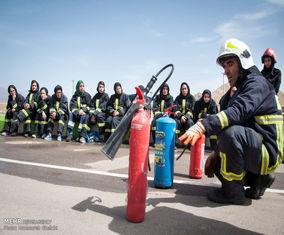 آموزش بانوان داوطلب آتش نشان