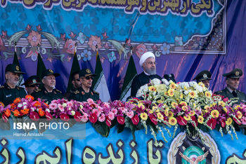 روحانی: ارتش همیشه برای پاسداری از استقلال کشور فداکاری  کرده است