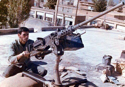 تصویری متفاوت از سردار سلیمانی در کنار شهیدی که ۱۱ بار مجروح شد