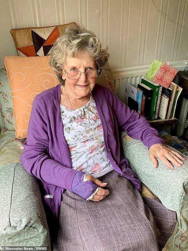 زنی که به مدت دو روز از خاک گیاهان برای زنده ماندن تغذیه میکرد از مرگ نجات پیدا کرد