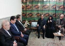 حضور معاوناول رئیسجمهوری در منزل دو تن از جان باختگان حادثه سقوط هواپیمای اوکراینی