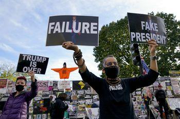 تجمع اعتراضی آمریکاییها مقابل کاخ سفید+ تصاویر
