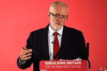 معاون ارشد رهبر حزب کارگر بریتانیا اسعفا داد