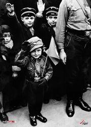 مارس 1933 : سلام هیتلری کودکان در برلین آلمان