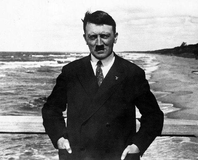 عواقب وخیم پشت کنکور ماندن هیتلر!