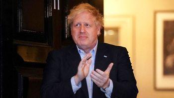 نخستوزیر انگلستان در بیمارستان بستری شد