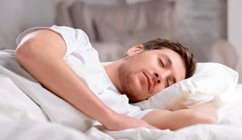 چهار دلیل اصلی که نمیگذارد شبها خوب بخوابید