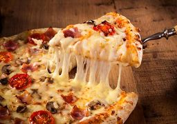 گران قیمتترین پیتزای جهان با ورق طلا +عکس