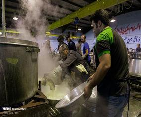 طبخ ۲۵۰۰۰ غذا در حسینیه اعظم کرشته شهریار +تصاویر